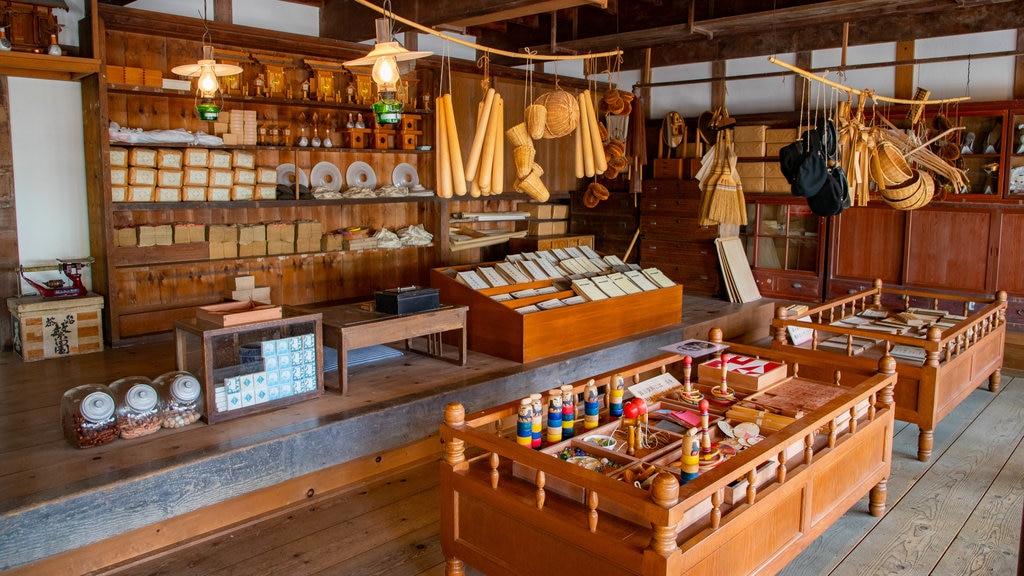 Pueblo histórico de Hokkaido ofreciendo vistas interiores y elementos del patrimonio