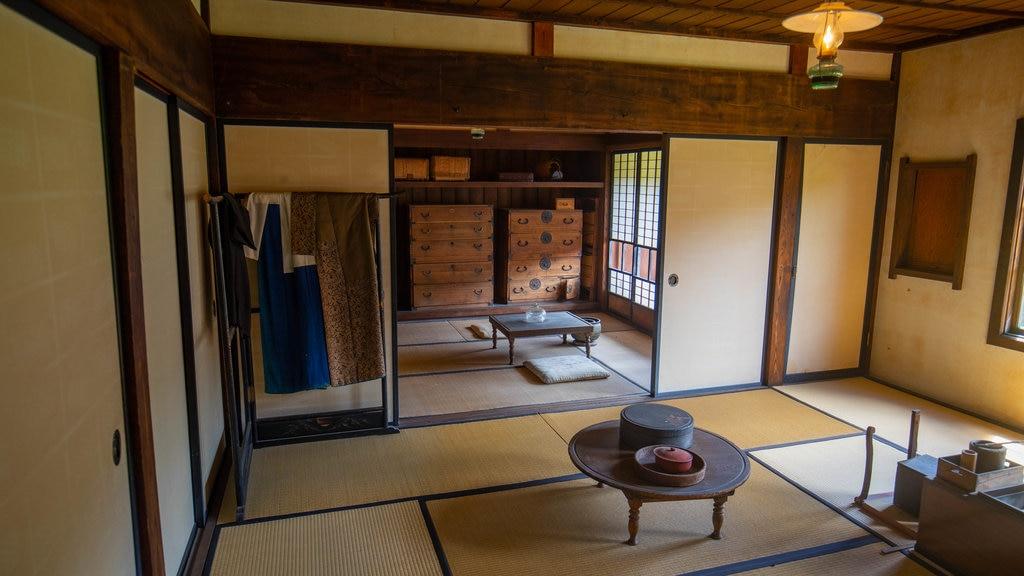 Pueblo histórico de Hokkaido mostrando vistas interiores y elementos del patrimonio
