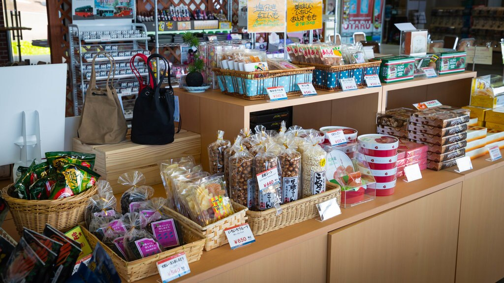 Mount Tengu showing interior views, shopping and food