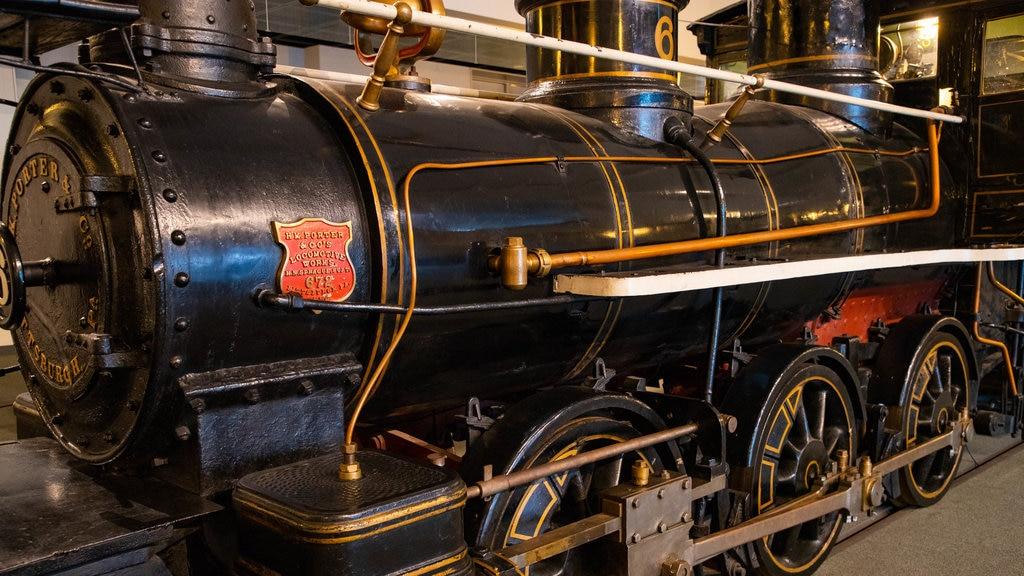 Museo General Ungakan de la Ciudad de Otaru mostrando artículos de ferrocarril y elementos del patrimonio