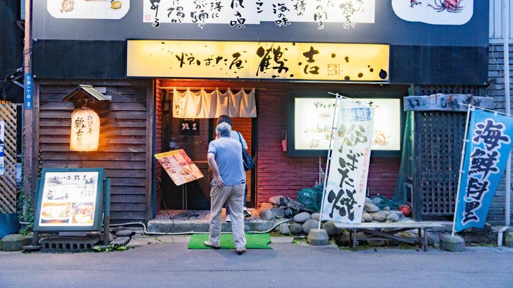 Hanazono local restaurant area mostrando escenas urbanas y también un hombre