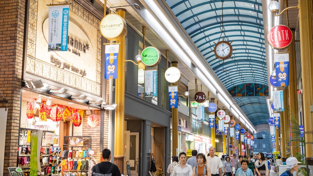 Hamanomachi Arcade which includes interior views and shopping as well as a large group of people