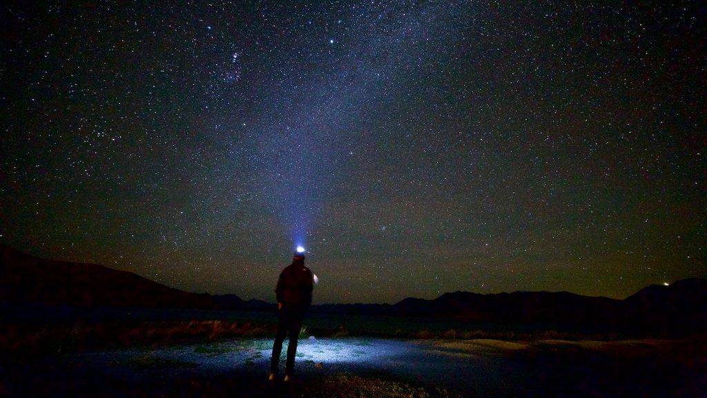 Condado de Mackenzie que incluye auroras boreales y escenas nocturnas