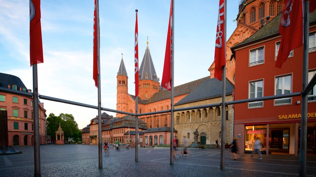 Mainz City Center which includes heritage architecture, a square or plaza and a sunset