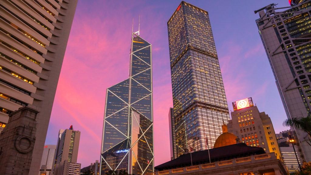 Zona centro mostrando una puesta de sol, un rascacielos y una ciudad