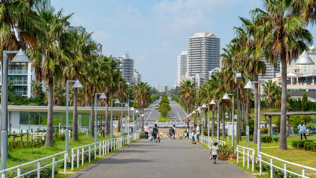 Urayasushi Park which includes a city and a garden