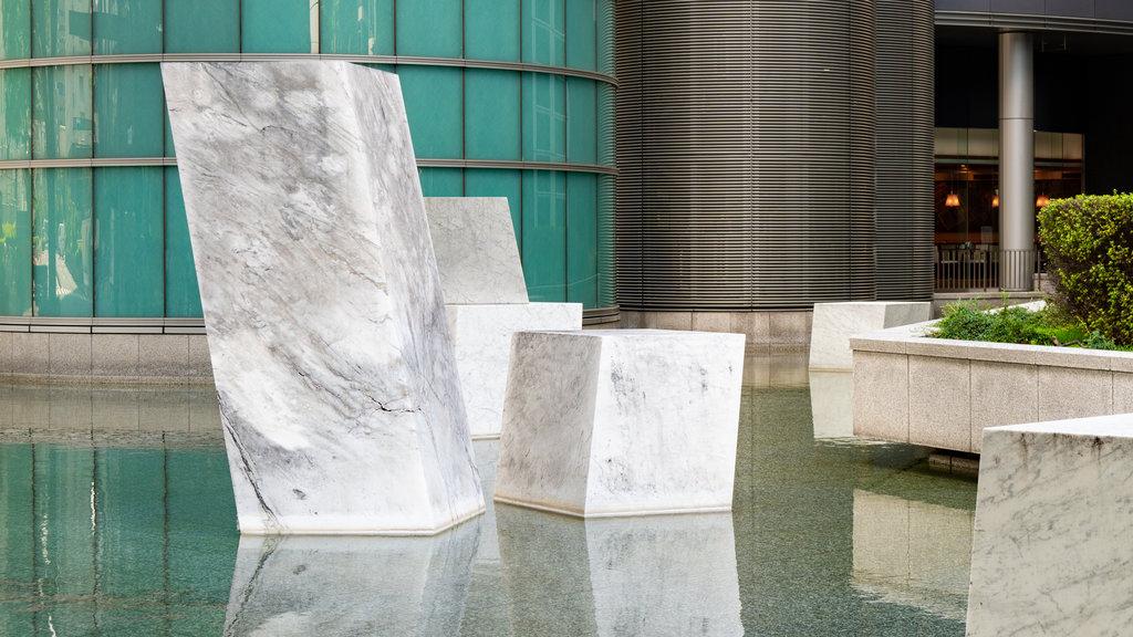 Shinjuku showing outdoor art and a fountain