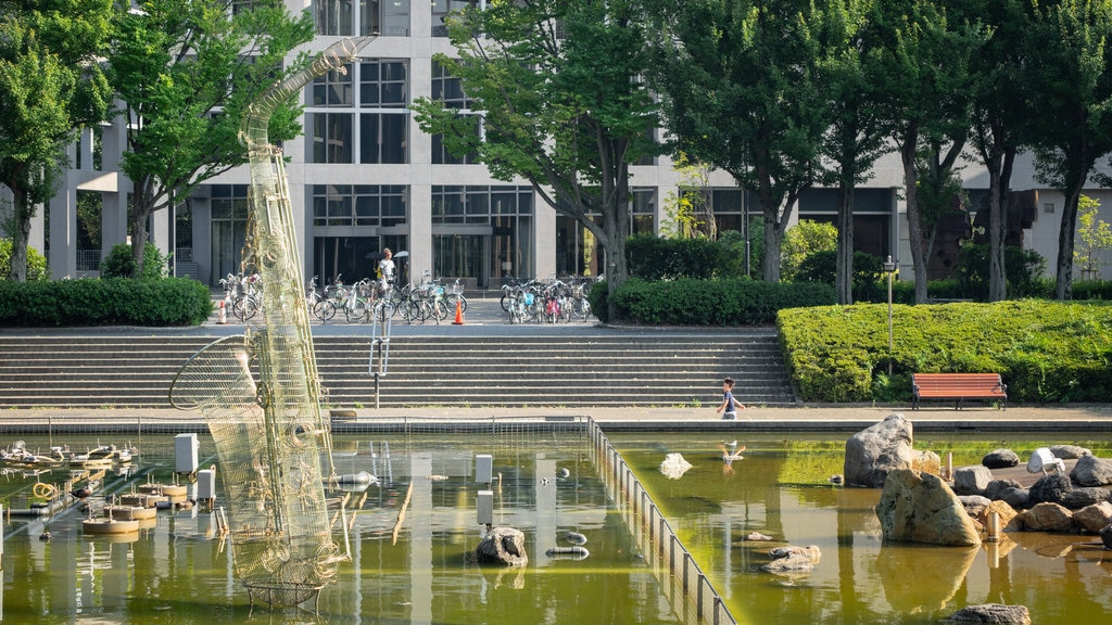 The Museum of Modern Art, Saitama which includes a fountain
