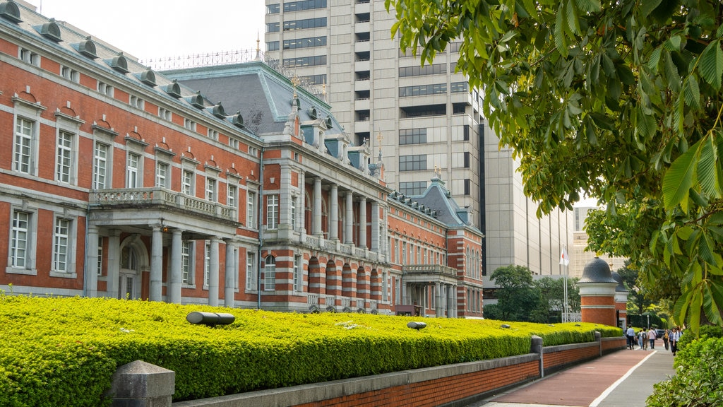 Chiyoda featuring heritage architecture and a park