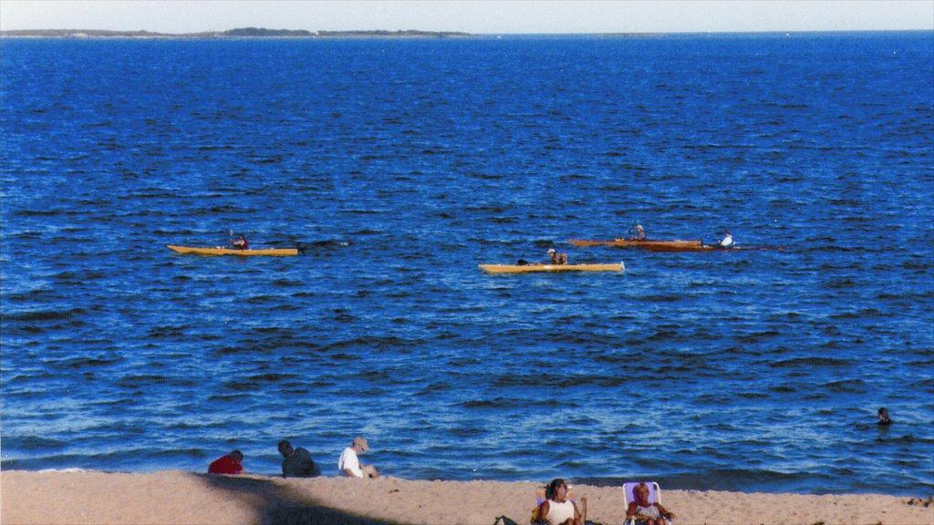 Old Orchard Beach que incluye una playa y kayak o canoa y también un pequeño grupo de personas