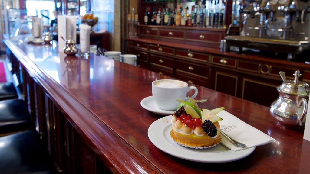 Viena mostrando vistas interiores, escenas de café y refrescos o bebidas