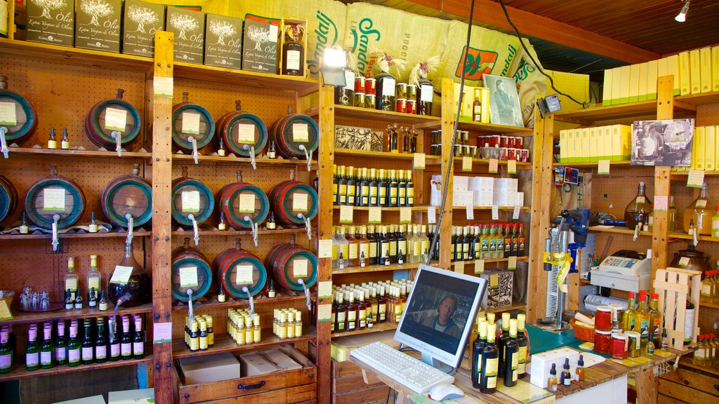 Naschmarkt ofreciendo refrescos o bebidas, mercados y vistas interiores