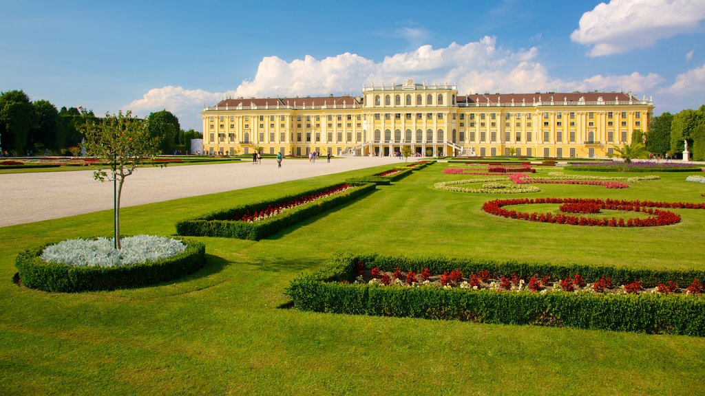 Schoenbrunn Palace which includes heritage architecture, a city and a castle