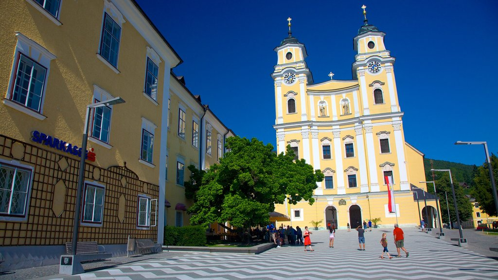 Mondsee featuring a church or cathedral, a square or plaza and a city