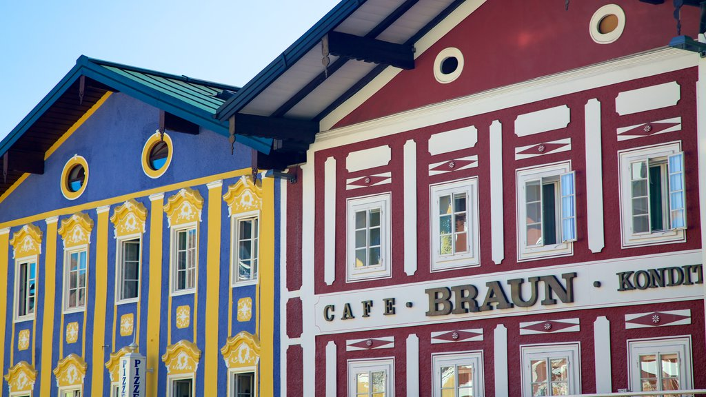 Mondsee which includes cafe lifestyle and street scenes