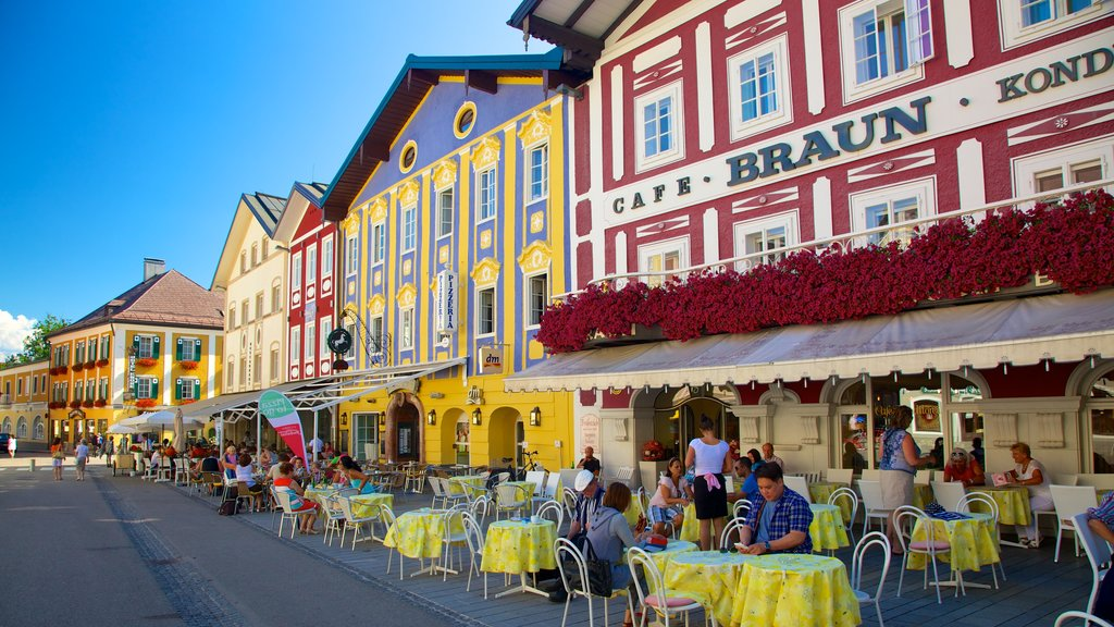 Mondsee which includes cafe scenes, a small town or village and street scenes