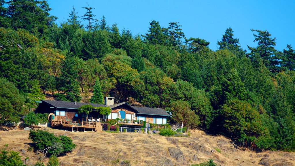 Lime Kiln Point State Park showing a house and forests