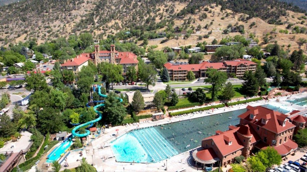 Glenwood Springs featuring a waterpark, rides and a luxury hotel or resort