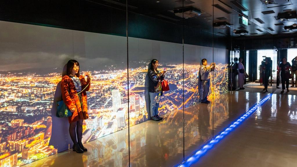 Taipei 101 que incluye vistas interiores