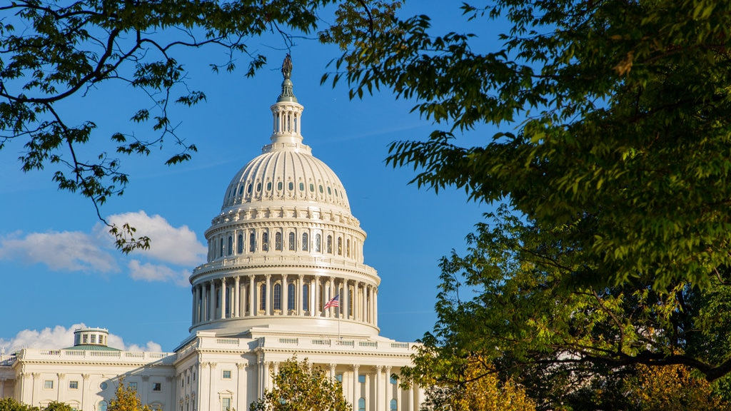 United States Capitol featuring an administrative buidling and heritage architecture