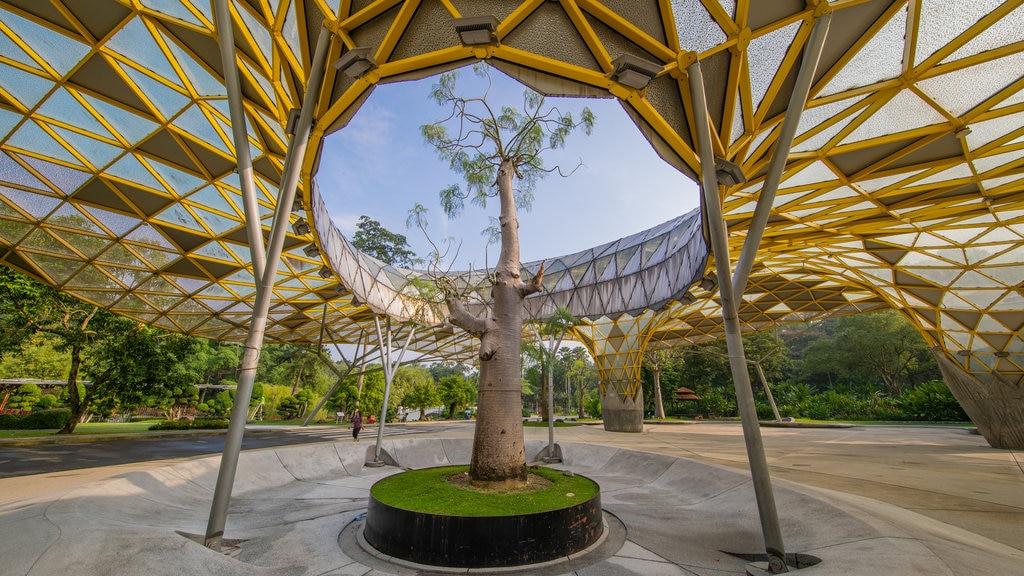 Perdana Botanical Garden showing outdoor art and a park