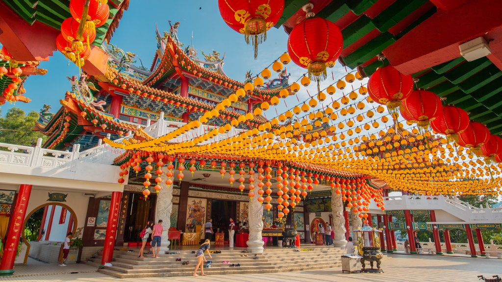 Thean Hou Temple featuring a temple or place of worship and heritage elements
