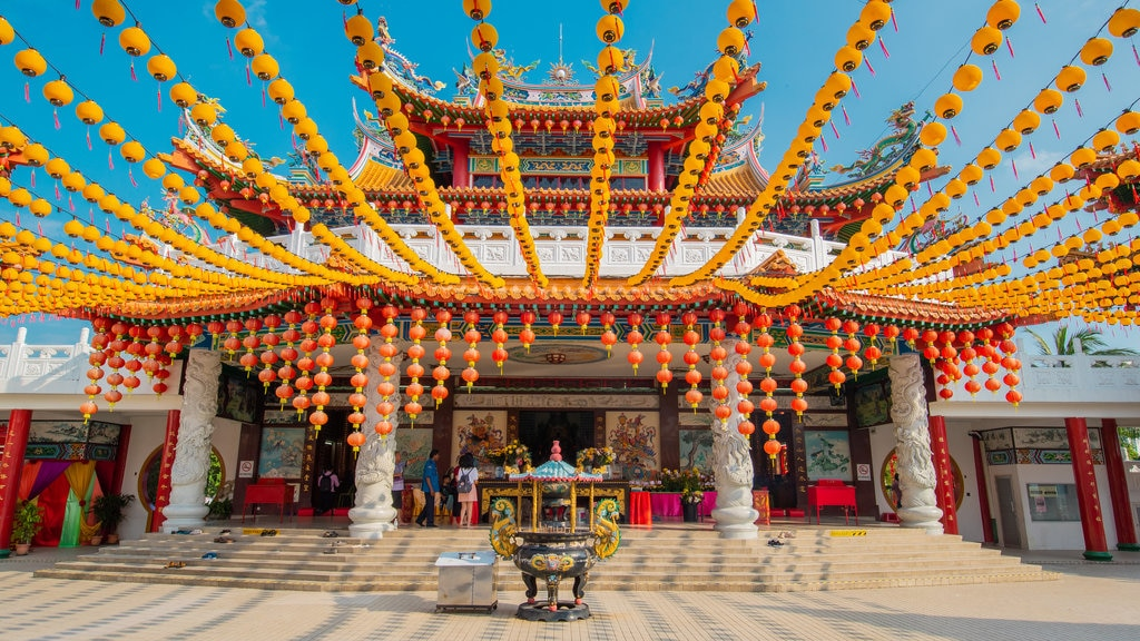 Thean Hou Temple showing heritage elements and a temple or place of worship