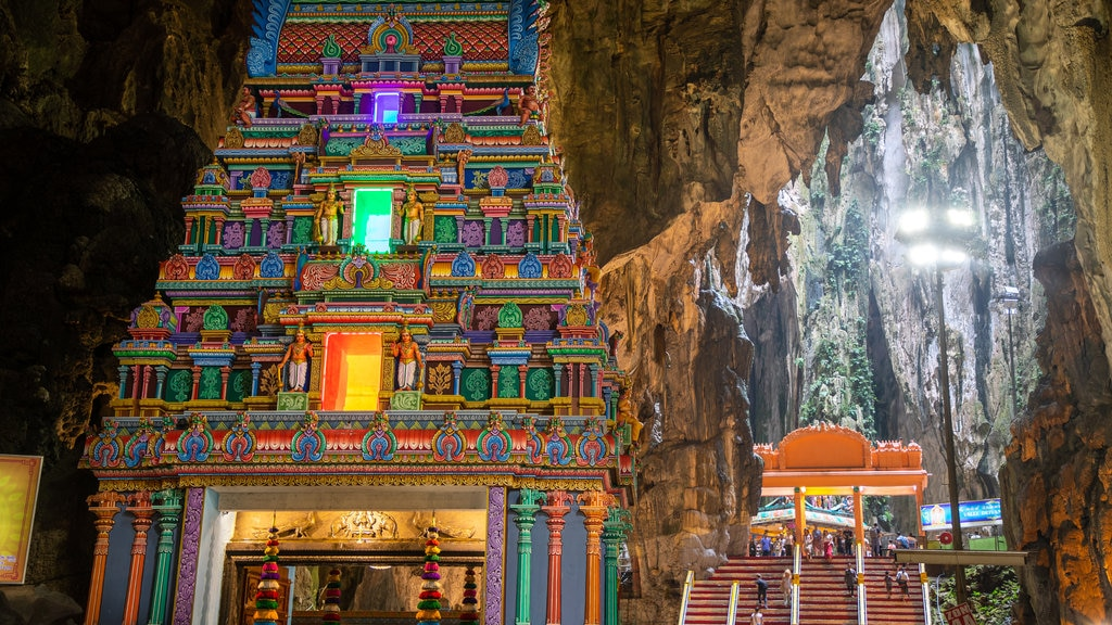 Batu Caves showing caves and heritage elements