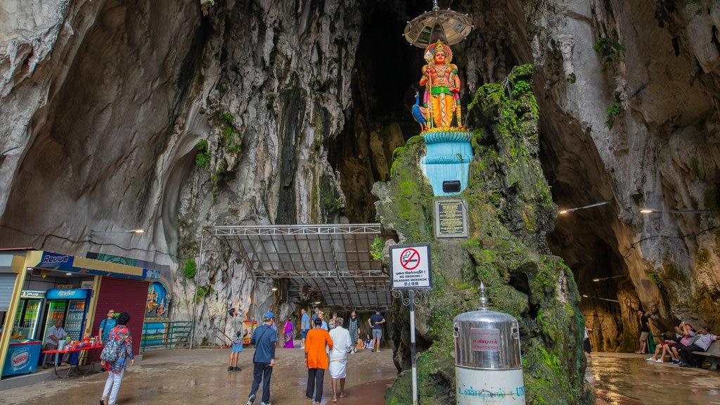 Cuevas Batu que incluye espeleología y cuevas