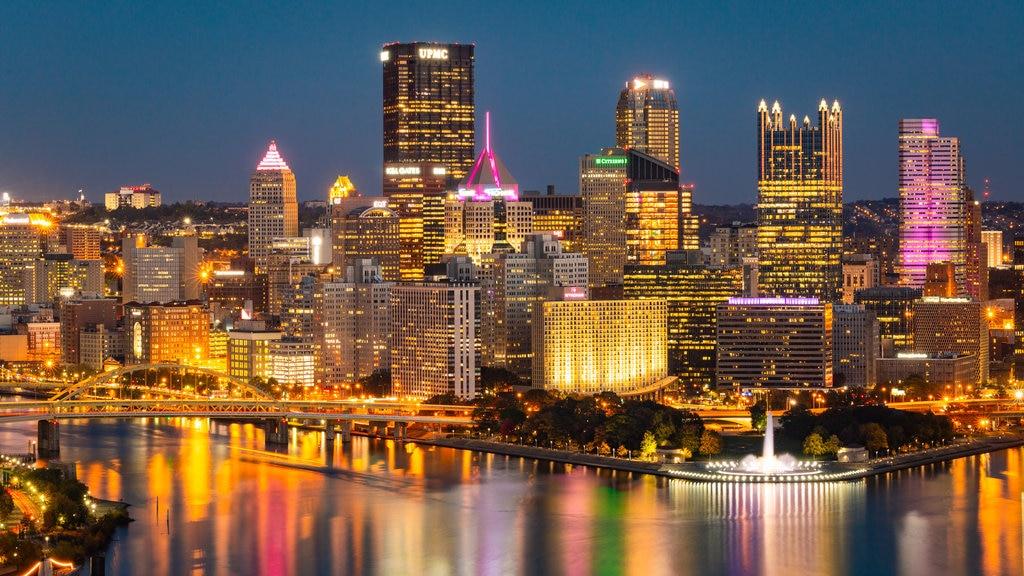 Pensilvania Occidental mostrando escenas nocturnas, vistas de paisajes y una ciudad