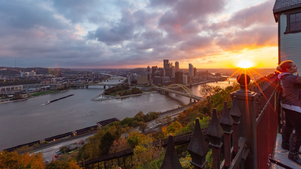 Duquesne Incline showing a sunset, a city and a river or creek