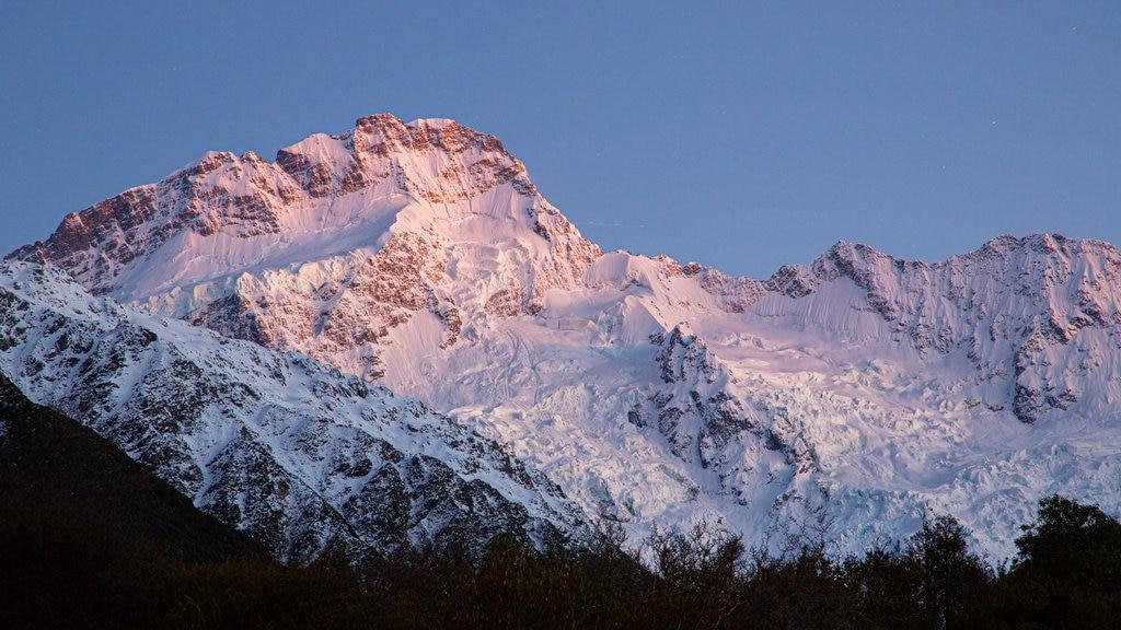 Isla del Sur mostrando montañas y nieve