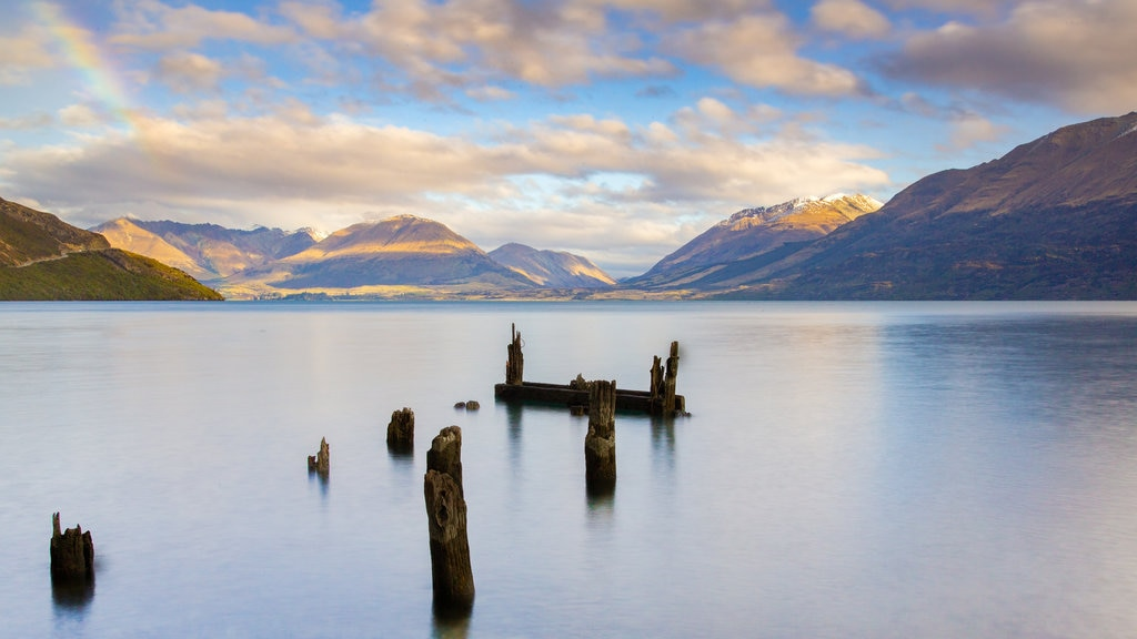 Lake Wakatipu showing a lake or waterhole, mountains and a sunset