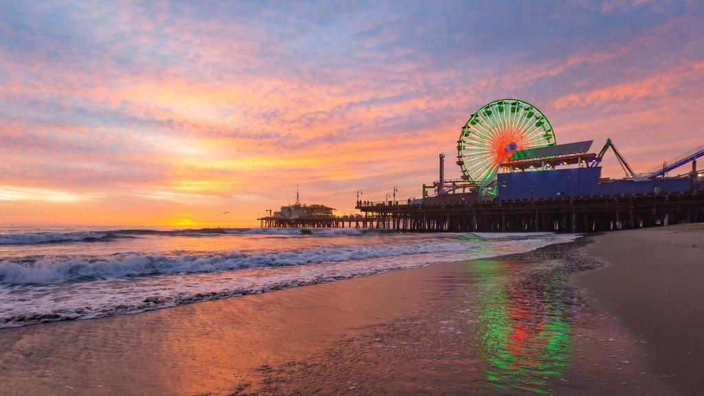 Sur de California mostrando vistas generales de la costa, una puesta de sol y una playa de arena