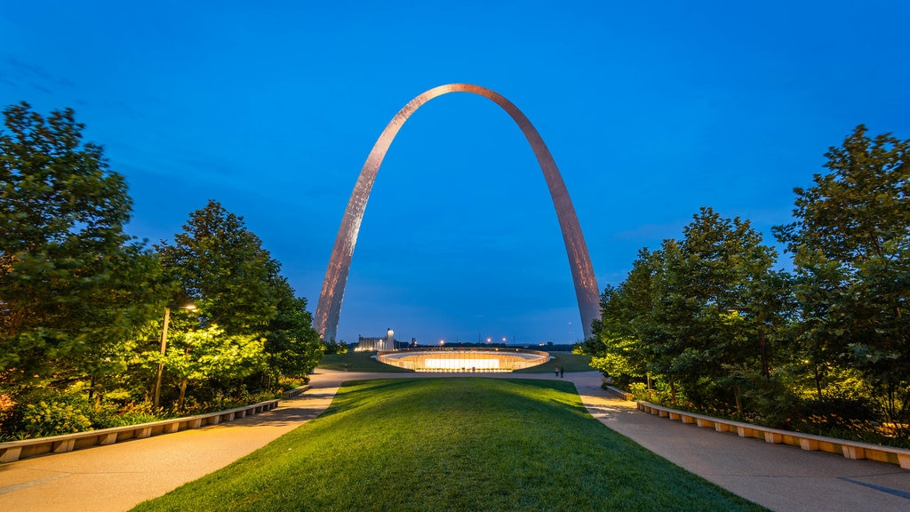 Gateway Arch showing night scenes, a garden and a monument
