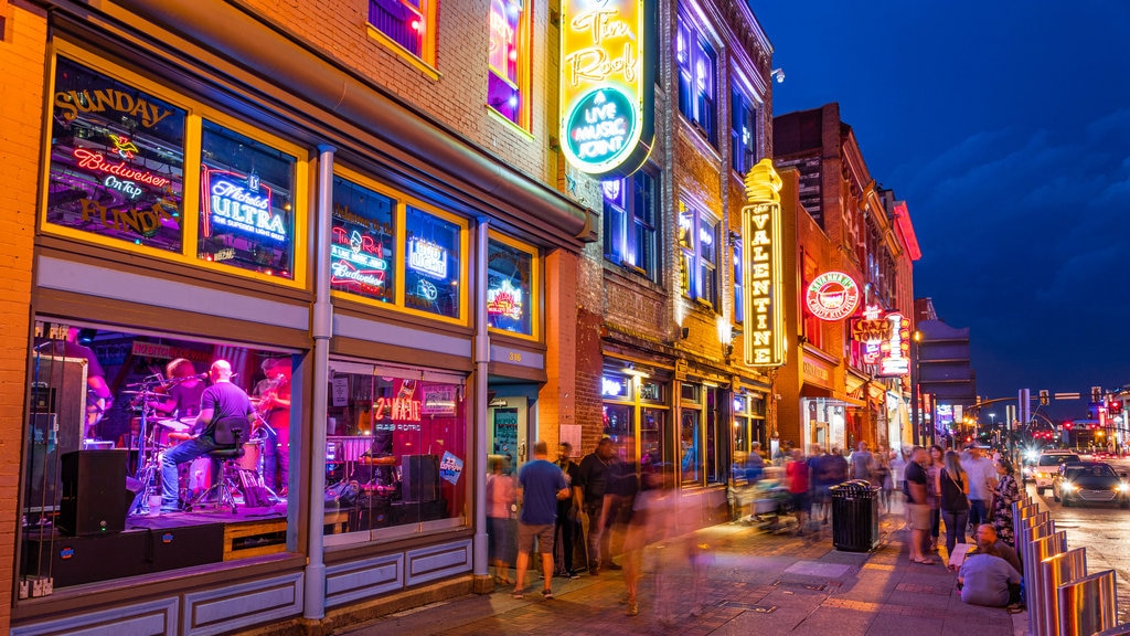 Nashville Broadway which includes night scenes, nightlife and street scenes