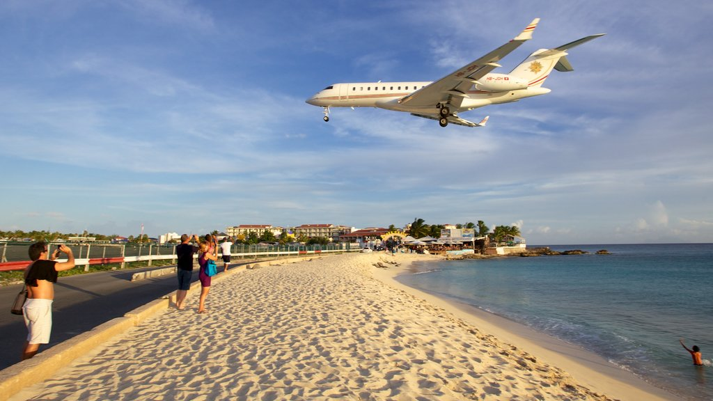 Maho Reef which includes aircraft, a sandy beach and a coastal town