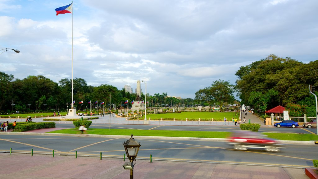 Rizal Park showing a city and a garden