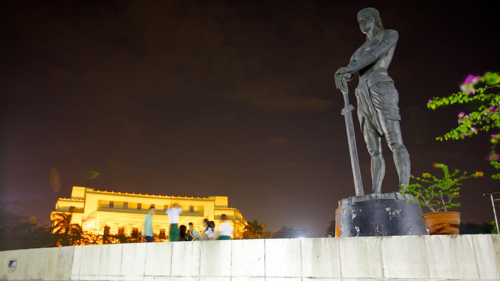 Rizal Park featuring a monument, night scenes and a city