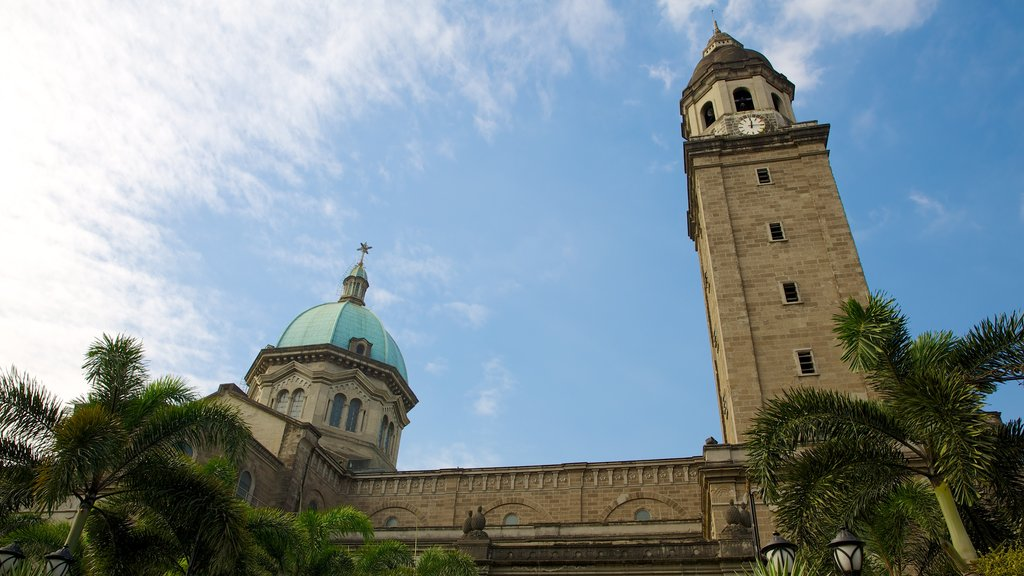 Manila Cathedral featuring a church or cathedral, religious aspects and heritage architecture