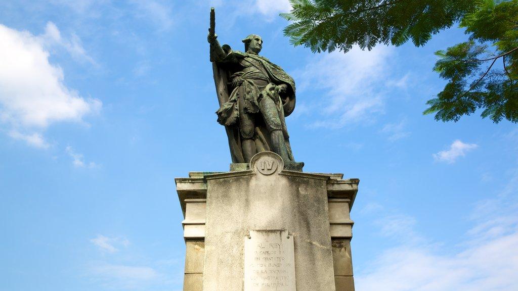 Catedral de Manila ofreciendo un monumento y una estatua o escultura