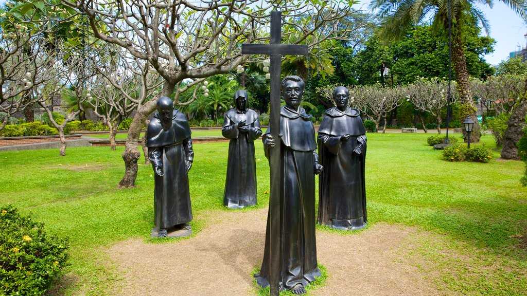 Fort Santiago showing a park, religious elements and a statue or sculpture