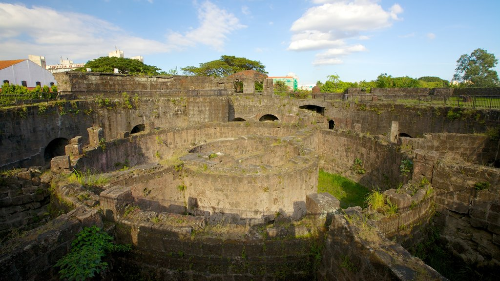 Baluarte de San Diego featuring heritage architecture, building ruins and heritage elements
