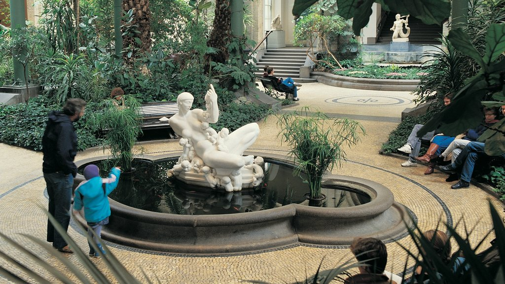 Ny Carlsberg Glyptotek featuring a statue or sculpture, outdoor art and a fountain