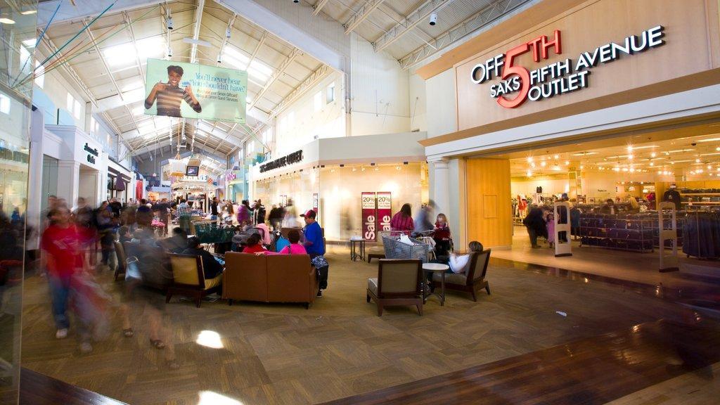 Gurnee mostrando señalización, compras y vistas interiores