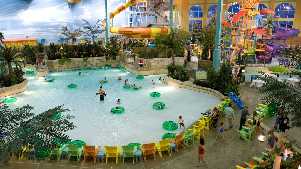 Gurnee featuring a waterpark, rides and a pool