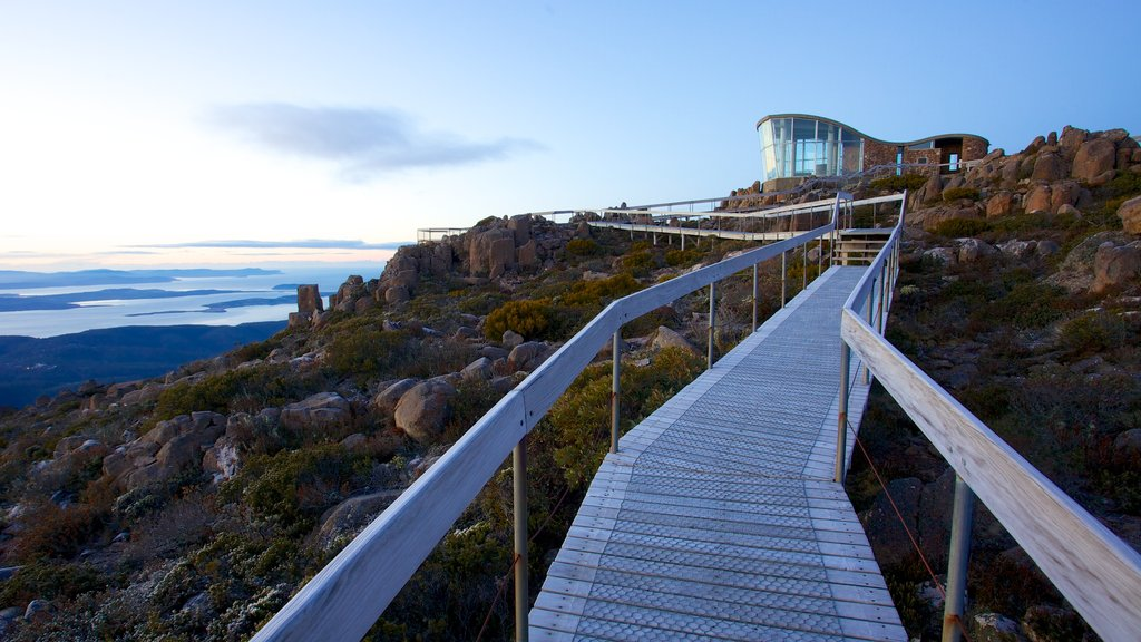 Mt. Wellington showing modern architecture, general coastal views and mountains