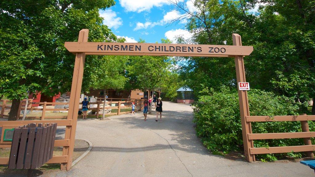 Saskatoon ofreciendo señalización, animales del zoológico y un parque
