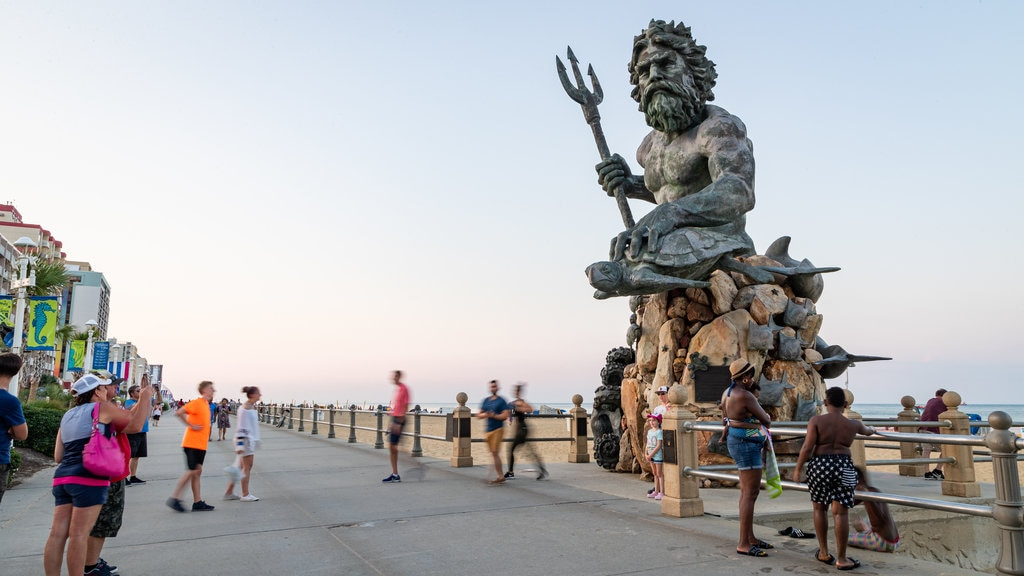 Neptune Statue showing a sunset, street scenes and outdoor art