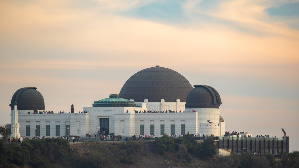 Griffith Observatory showing a sunset, landscape views and an observatory